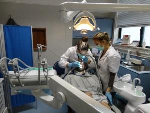 Dra. Sofia Martins e a Dra. Jessica Correia, higienistas orais do centro de saúde de Loulé - unidade de saúde publica.